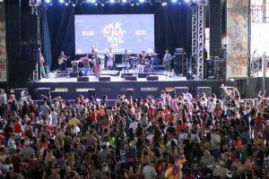 Palco com banda no Carnaval  do CTN